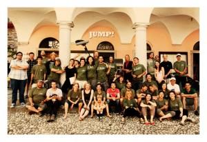 La crew e parte del cast del Film Jump poco prima che l'assembramento venga disperso dalla polizia.